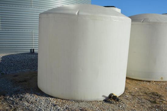 Sprayer Specialties 2,500 gal. flat bottom poly tank