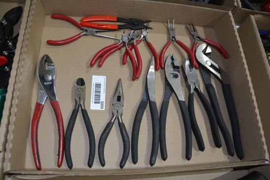 Flat of Craftsman pliers
