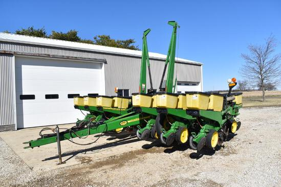 "John Deere 7200 12 row 30"" planter"