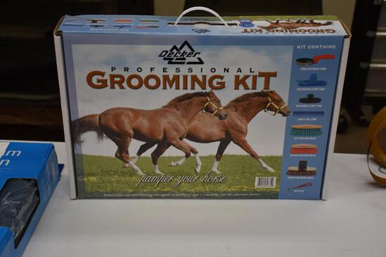 Decker horse grooming kit