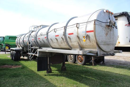 1969 4,200 gal. tanker trailer