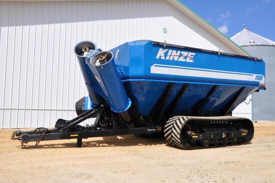 2017 Kinze 1100 grain cart