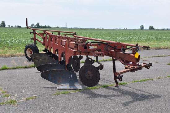 International 720 5 bottom plow