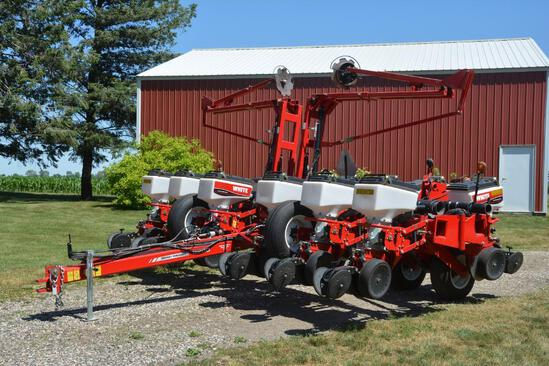 "2013 Massey Ferguson 8200 12R30"" planter"