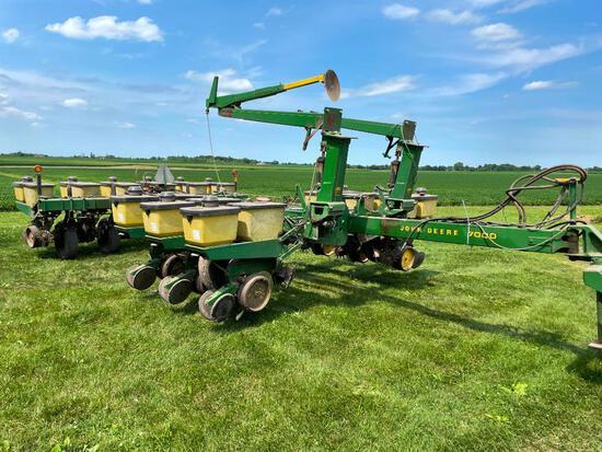 """John Deere 7000 12R30"""" planter"""