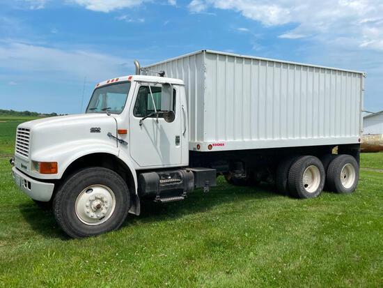 1999 International 4900 tandem grain truck