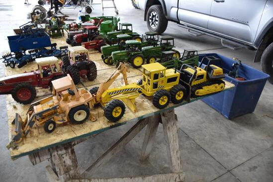 (3) Die cast toys to include Tonka road grader, tonka dozer and international loader tractor with