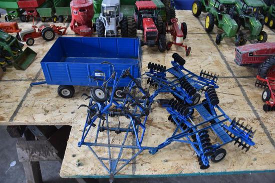 2 Discs blue wagon and implements