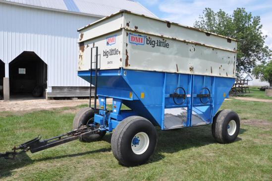 DMI D470 gravity wagon