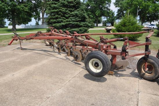 IH 720 6-bottom plow
