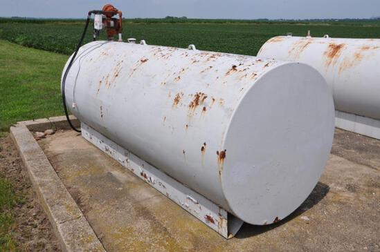 1,000 gal. fuel tank w/pump