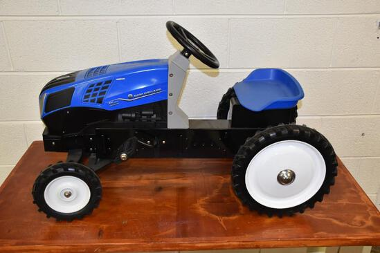 New Holland T8.435 Genesis wide front metal pedal tractor