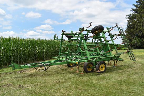 John Deere 960 27' field cultivator