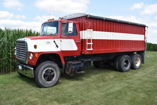 1977 Ford 800 tandem axle grain truck