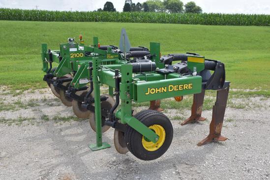 2012 John Deere 2100 3-pt. 5 shank inline ripper