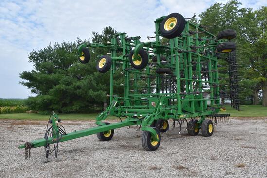 2011 John Deere 2210 47.5' field cultivator