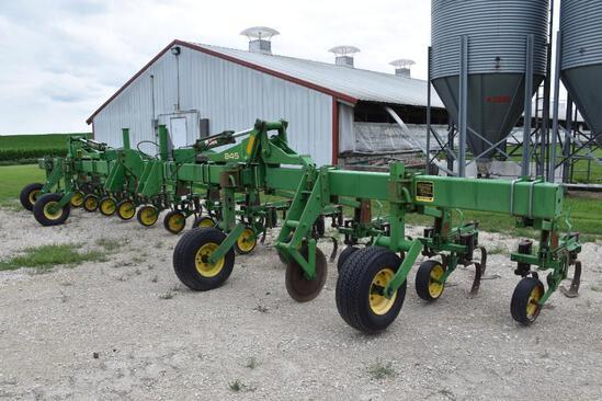 "John Deere 845 12 row 30"" 3-pt. cultivator"
