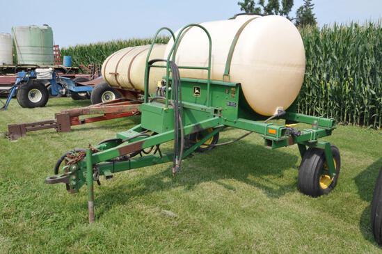 John Deere 250 500 gal. pull between liquid cart