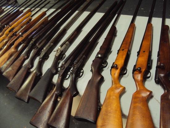 CHRISTMAS GUN AUCTION