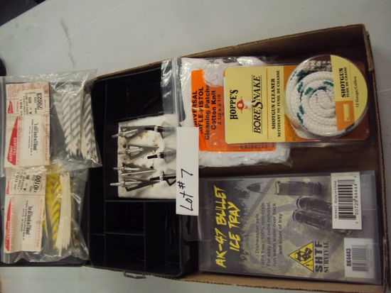 TRAY LOT OF MISC. HEAD FOR ARROWS, BULLET TRAY, BORE SNAKE, FEATHERS