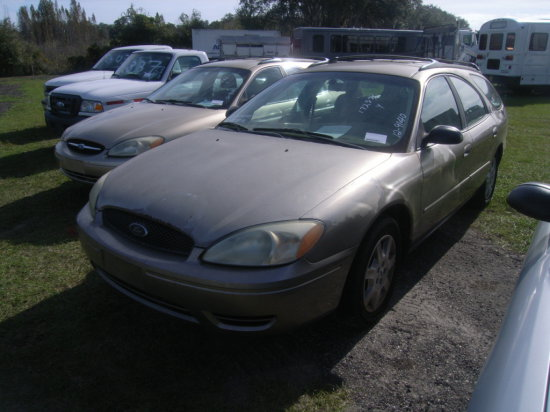 12-09140 (Cars-Wagon 4D)  Seller:Florida State PD 15 2004 FORD TAURUS
