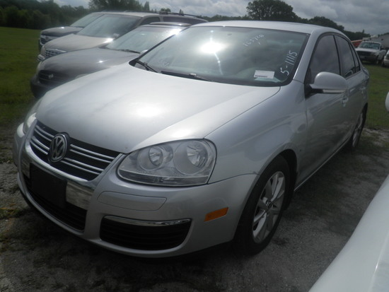6-07123 (Cars-Sedan 4D)  Seller:Private/Dealer 2010 VOLK JETTA