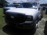 9-08119 (Trucks-Utility 2D)  Seller: Gov/Sarasota County Commissioners 2007 FORD F450SD