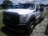 9-08120 (Trucks-Utility 2D)  Seller: Gov/Sarasota County Commissioners 2011 FORD F550