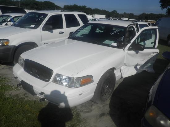 11-05122 (Cars-Sedan 4D)  Seller: Gov/Hillsborough County Sheriff-s 2010 FORD CROWNVIC