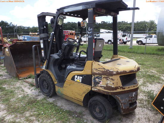 8-01160 (Equip.-Fork lift)  Seller: Gov-City Of Clearwater CATERPILLAR P5000-D C