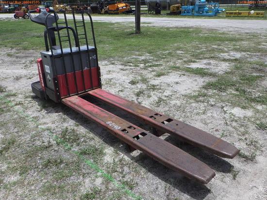 10-48595 (Equip.-Fork lift)  Seller:Private/Dealer RAYMOND 840-FRE60L 24V ELECTR