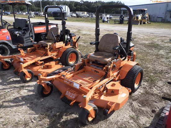 2-02122 (Equip.-Mower)  Seller:Private/Dealer SCAG TURF TIGER STT61V 61 INCH ZER