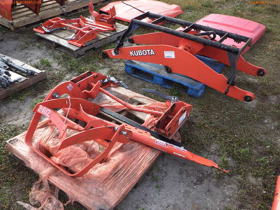 2-01112 (Equip.-Parts & accs.)  Seller:Private/Dealer KUBOTA R420 LOADER ARMS &