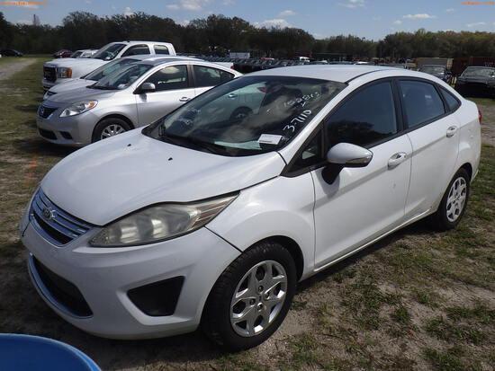 3-07110 (Cars-Sedan 4D)  Seller:Private/Dealer 2013 FORD FIESTA