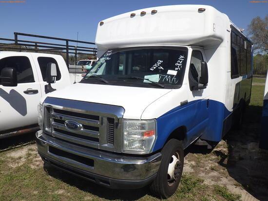 3-08214 (Trucks-Buses)  Seller: Gov-Hillsborough Area Regional 2014 FORD E450