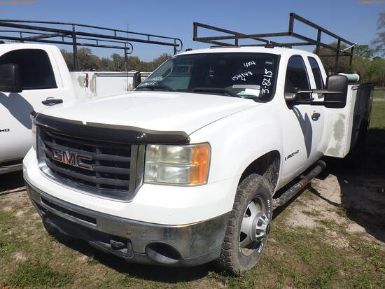 3-08215 (Trucks-Utility 2D)  Seller: Gov-Clay County Utility Authority 2009 GMC