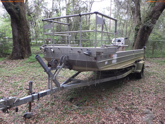 3-15113 (Vessels-Center console)  Seller: Florida State F.W.C. 1990 SMIT 18FT