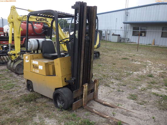 4-01118 (Equip.-Fork lift)  Seller:Private/Dealer YALE GC030 VAT-083R CUSHION TI