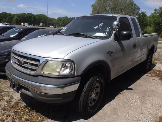 4-05110 (Trucks-Pickup 2D)  Seller: Florida State F.W.C. 2002 FORD F150