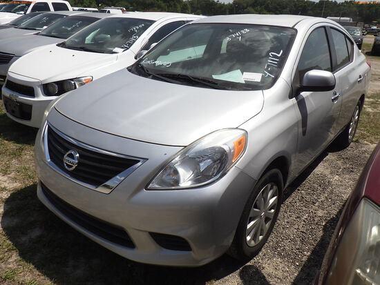 4-07112 (Cars-Sedan 4D)  Seller:Private/Dealer 2013 NISS VERSA