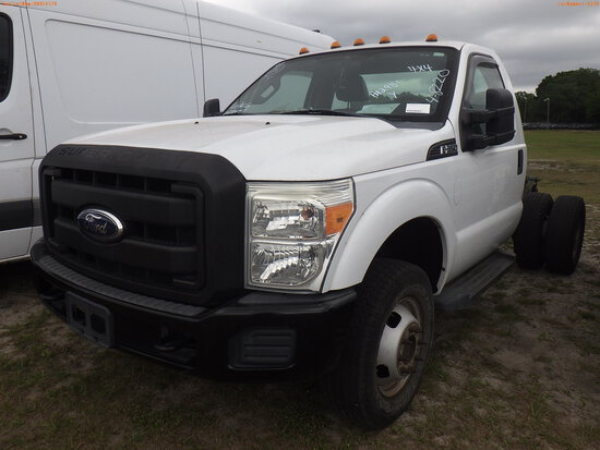 4-08220 (Trucks-Chasis)  Seller: Gov-Pinellas County BOCC 2011 FORD F350