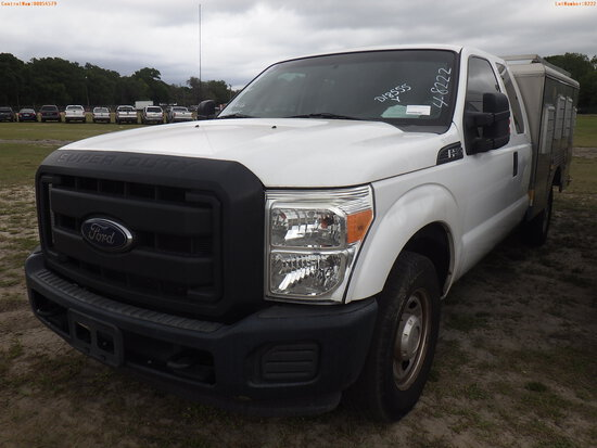 4-08222 (Trucks-Specialized)  Seller: Gov-Pinellas County BOCC 2015 FORD F250