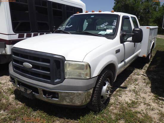 5-08211 (Trucks-Utility 4D)  Seller: Gov-Hernando County Sheriffs 2006 FORD F350