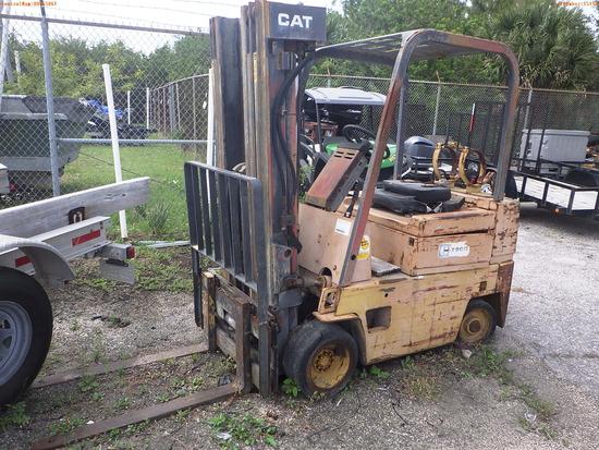 5-15110 (Equip.-Fork lift)  Seller: Florida State F.W.C. CATERPILLAR T50D CUSHIO