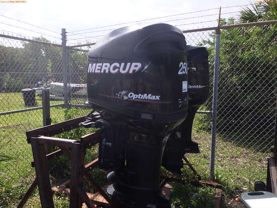 5-15112 (Equip.-Boat engine)  Seller: Florida State F.W.C. MERCURY 250XL OUTBOAR