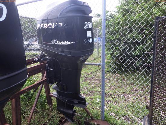 5-15111 (Equip.-Boat engine)  Seller: Florida State F.W.C. MERCURY 250XL OUTBOAR