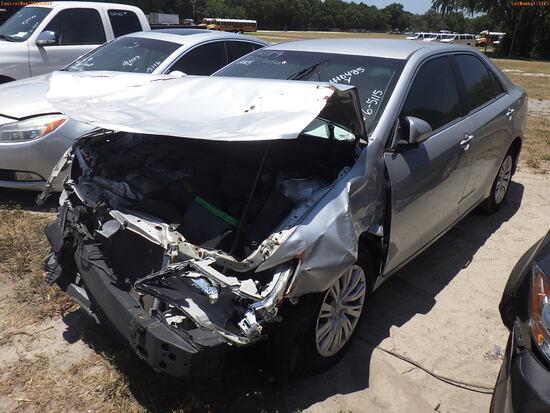 6-05115 (Cars-Sedan 4D)  Seller: Gov-Pinellas County Sheriffs Off. 2014 TOYT CAM