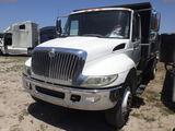 6-08262 (Trucks-Flatbed)  Seller: Gov-Manatee County 2004 INTL 4400