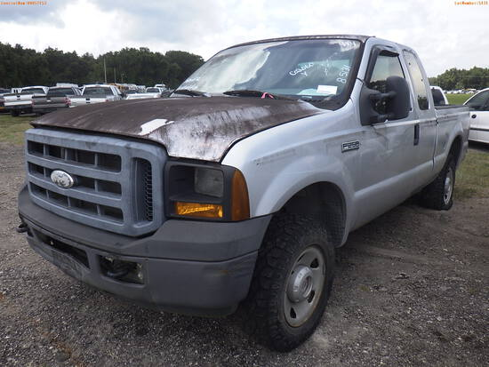 8-05131 (Trucks-Pickup 2D)  Seller: Florida State F.W.C. 2006 FORD F250XL