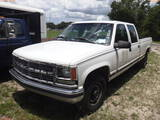 8-08210 (Trucks-Pickup 4D)  Seller: Florida State D.J.J. 2000 CHEV 3500